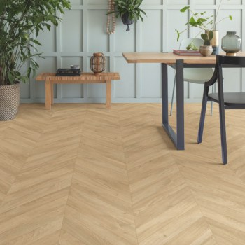 Roble-medium-chevron-laminado-quickstep-ambiente